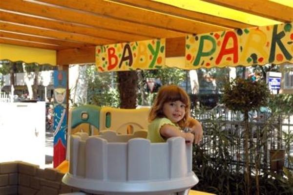 Baby Park con giochi per bambini albergo Cervia