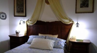 Camera matrimoniale con mobili antichi