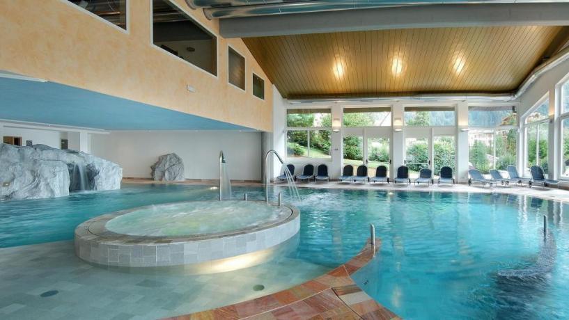 Centro benessere + piscina coperta a Molveno