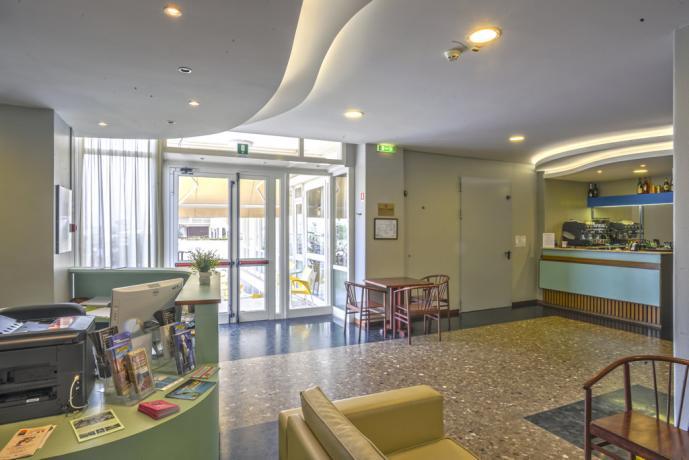 Hall e bar hotel vicino stazione di Pesaro