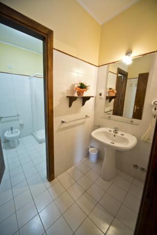 Bagno privato box doccia in agriturismo in Umbria
