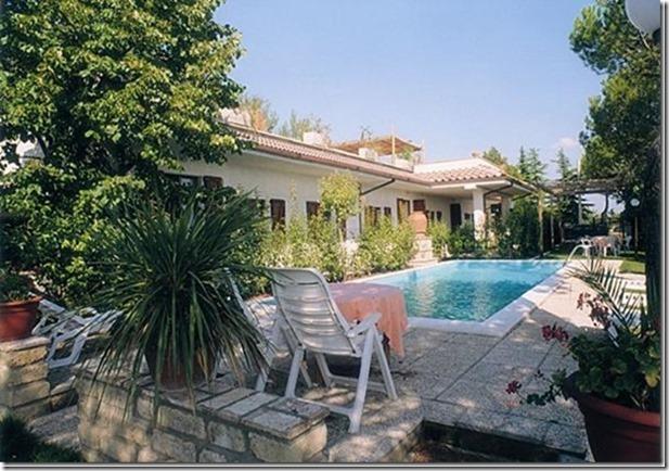 Residenza Podere casa vacanze perugia piscina lettini ombrelloni