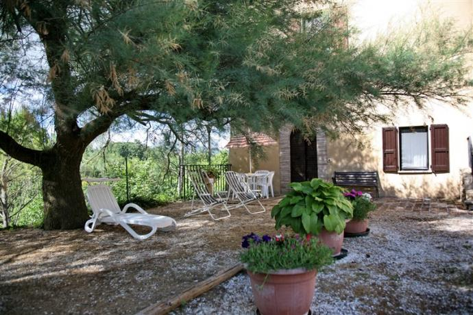 Salici: appartamento vacanza con giardino attrezzato