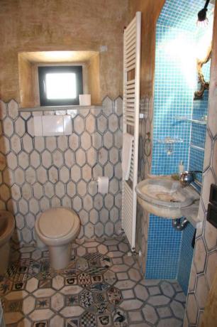 Bagno marmo pregiato appartamento Blu relais Calenzano