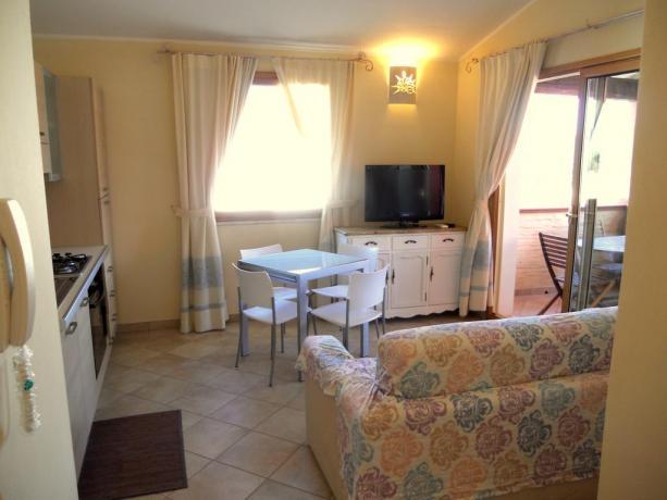 Appartamenti con cucina, salotto e tv ad Olbia
