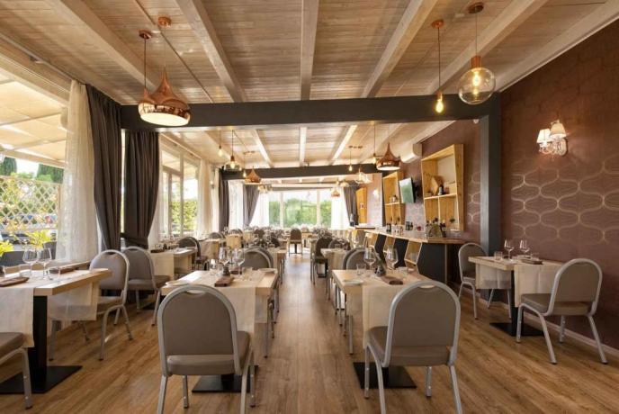 Sala ristorante per pranzi e cene