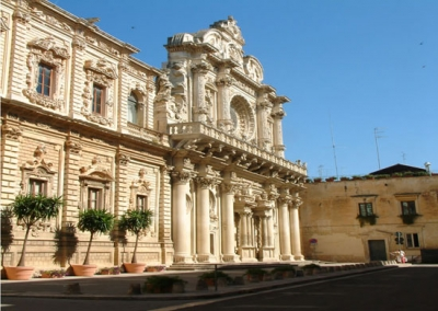 Stay near the cathedral of Santa Croce in Lecce
