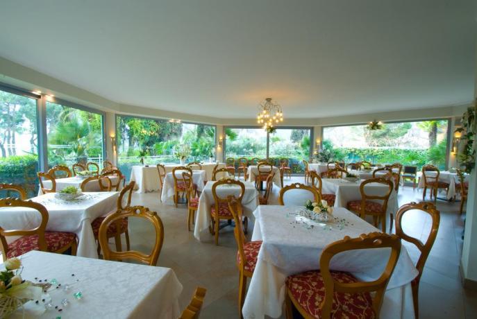 Ristorante Hotel con vista sul Lago di Garda