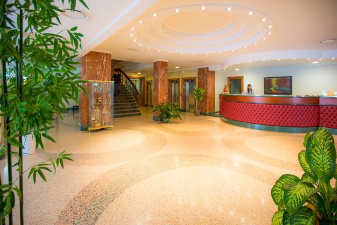 Hotel 4stelle, reception 24h, piscina esterna, ristorante