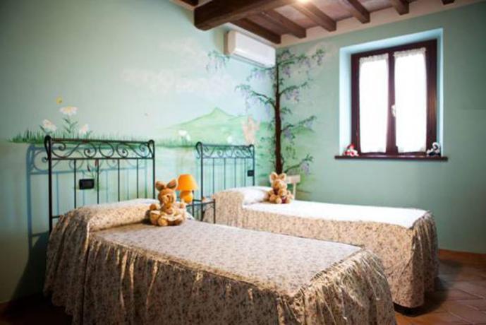 Camera con due letti singoli con aria condizionata