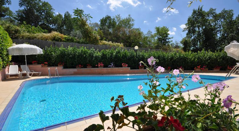 hotel-assisi-3-stelle-piscina-idromassaggio-ristorante