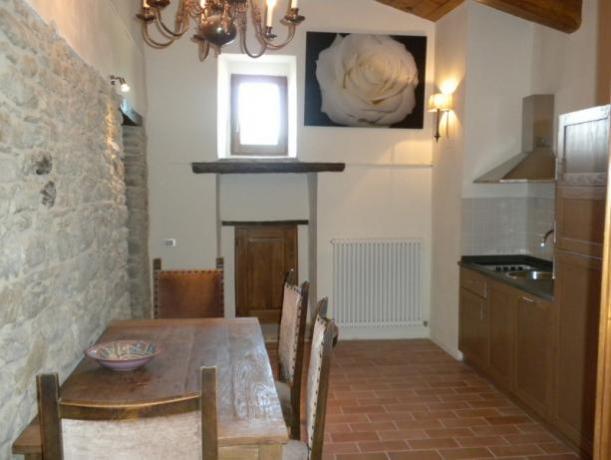 Camera Matrimoniale Aria con Cucina e Tavolo