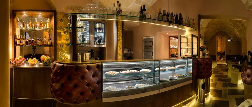 Lounge Bar con dolci albergo a Lecce