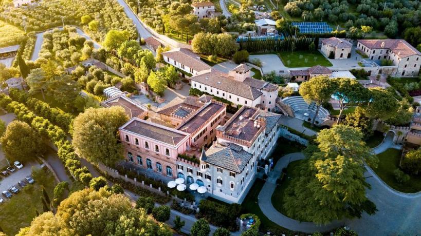 Vista aerea albergo di lusso tra Umbria-Toscana