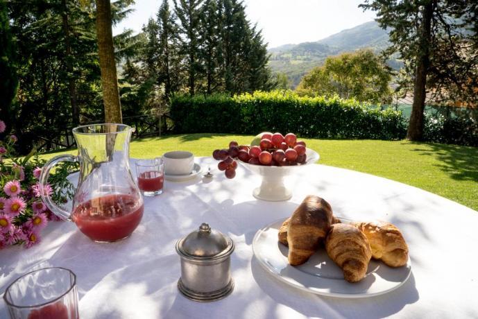 Colazione nel casale del medioevo ad Assisi