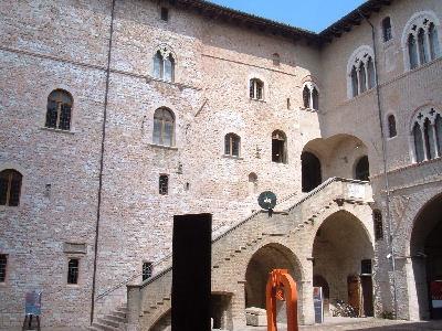 Facciata interna di Palazzo Trinci