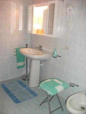 Bagno con set asciugamani guest house vicino Perugia