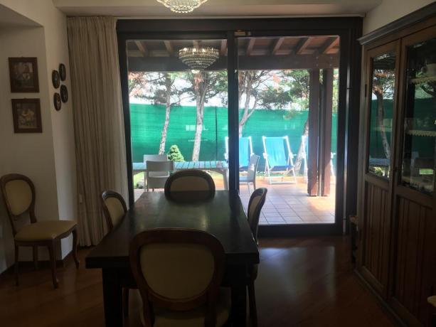 Villa vacanze con soggiorno sala da pranzo Perugia