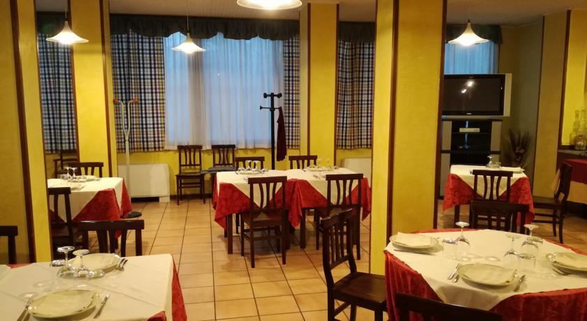 Sala ristorante con Tv in Hotel vicino Pomezia