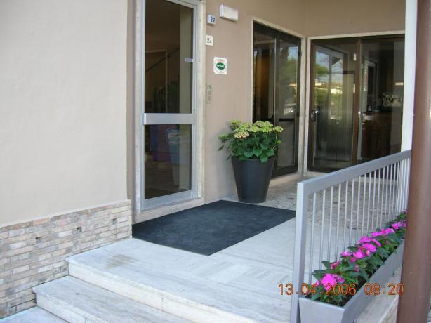Ingresso hotel 3 stelle Senigallia Piscina e Ristorante