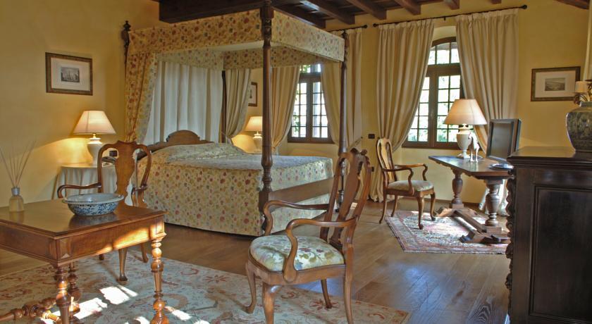 Romantica suite con baldacchino e vasca idromassaggio