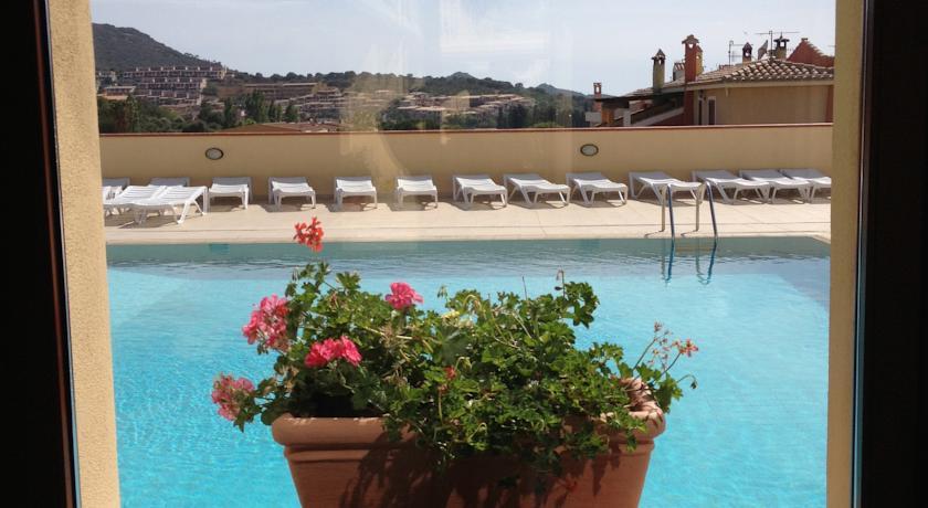 Terrazza vista piscina