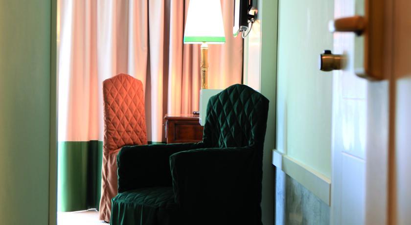 salottino della camera de lux in hotel Arcobaleno