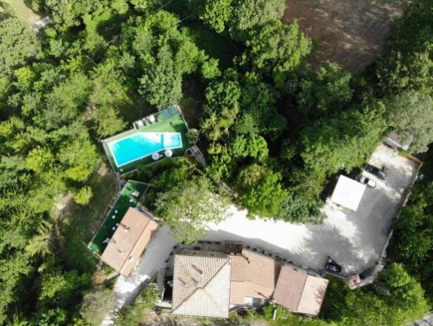 Agriturismo sul Monte Subasio con Piscina e Giardino