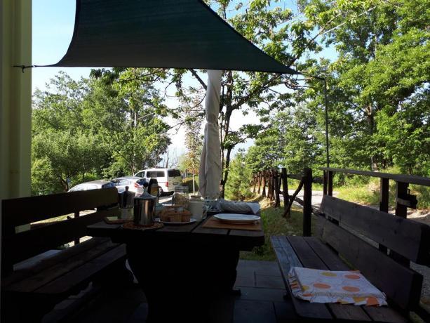 B&B colazione a buffet italiana all'esterno, Appennino-Parmense Valtaro