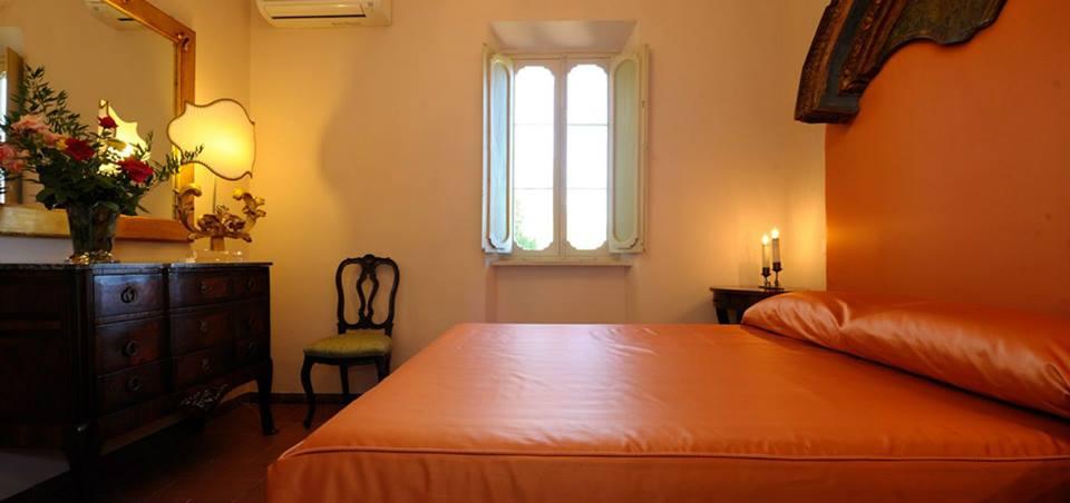 Suite con finestra e letto matrimoniale Perugia-Piscille