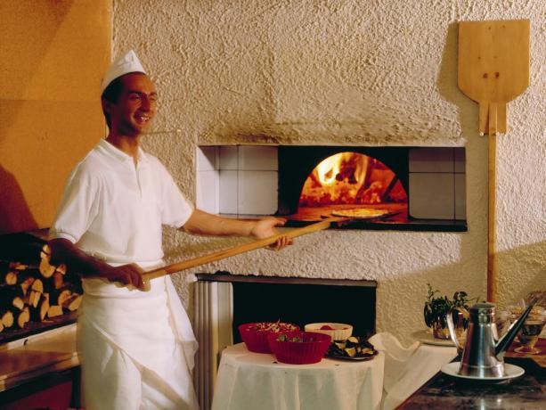 Ristorante pizzeria nel villaggio con serate tipiche abruzzesi