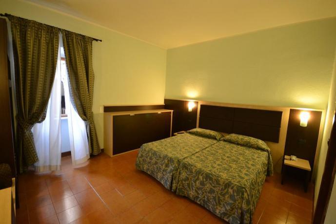 Camera doppia con guardaroba centro città Assisi