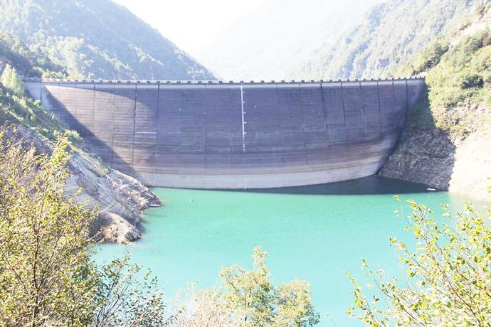 Diga di Valvestino: lago artificiale