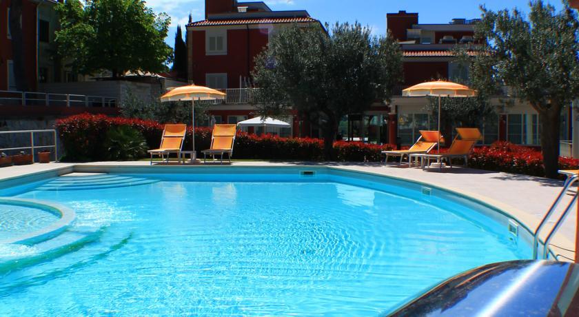 Hotel con piscina idromassaggio a Tortoreto