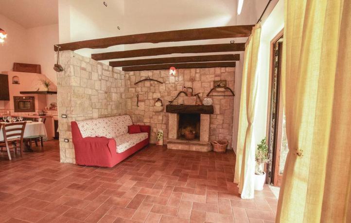 Casa vacanze San Lupo con soggiorno e camino
