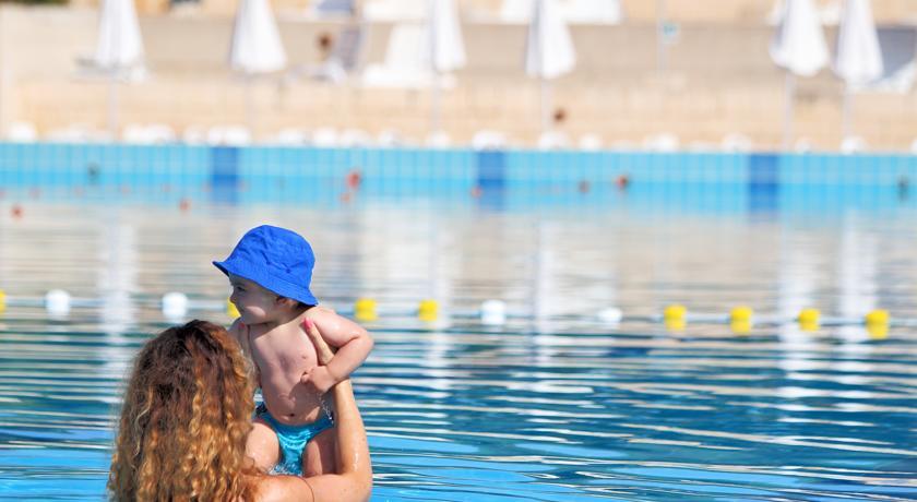 Piscina Scoperta in Resort****