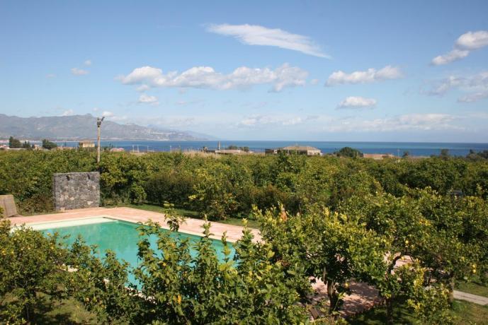 Piscina a due passi dal mare vicino Taormina