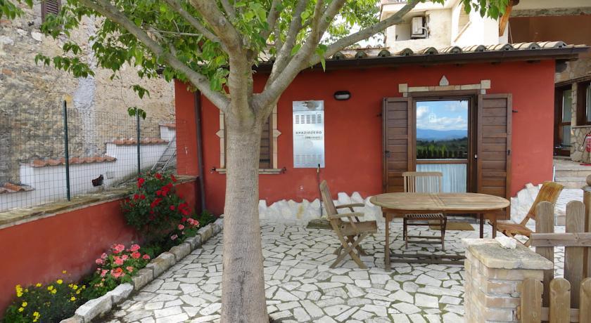 Casa vacanza con appartamenti a montebuono vicino rieti sulla via francescana - Appartamenti in montagna con piscina ...