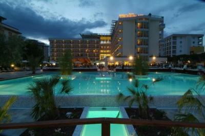 Hotel con piscina a bibione hotel b b villaggi residence - Hotel bibione con piscina ...
