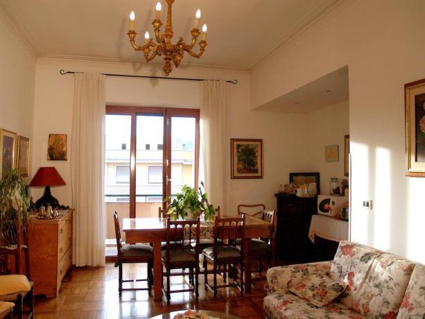 Salotto e balcone panoramico B&B a Roma