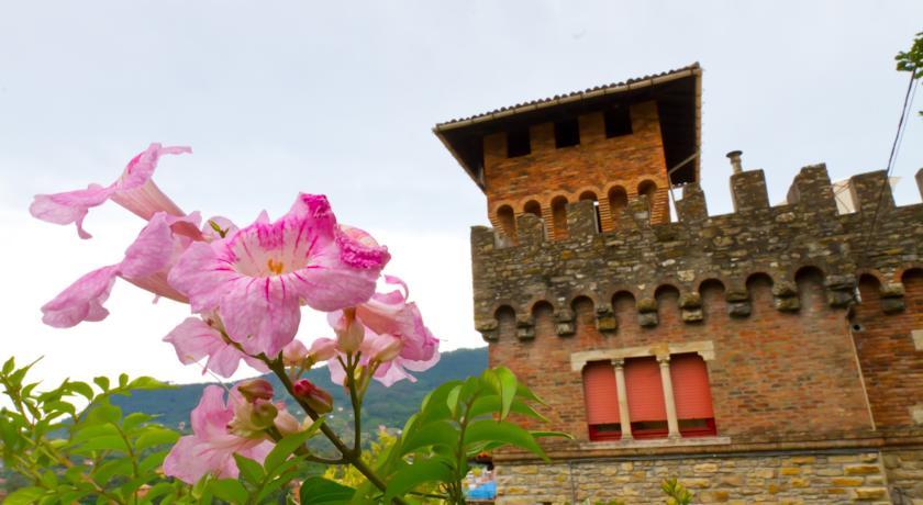 Il Castello contornato dal verde