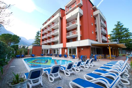 hotel4stelle-lagodigarda-camere-ristorante-giardino-piscina