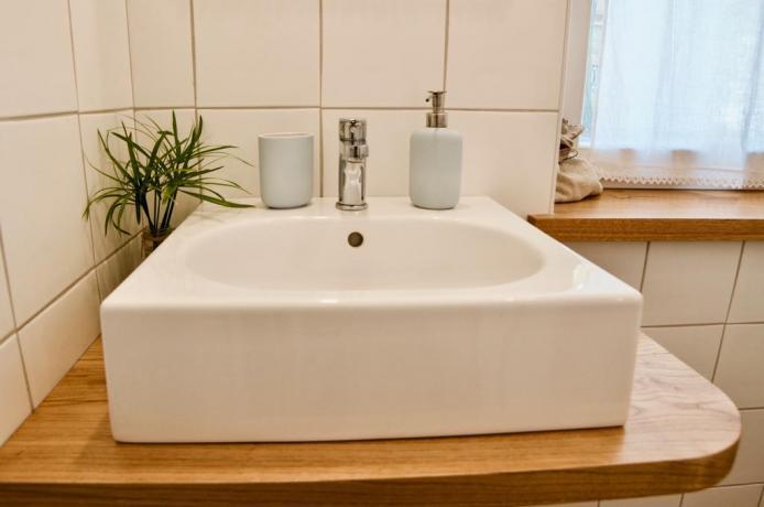 Bagno in camera con lavandino affittacamere vicino Roma