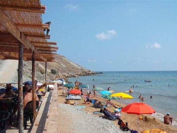 Spiaggia privata attrezzata del villaggio