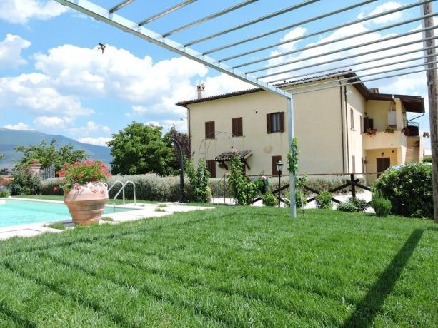 Appartamenti vicino a Spoleto con ampio giardino