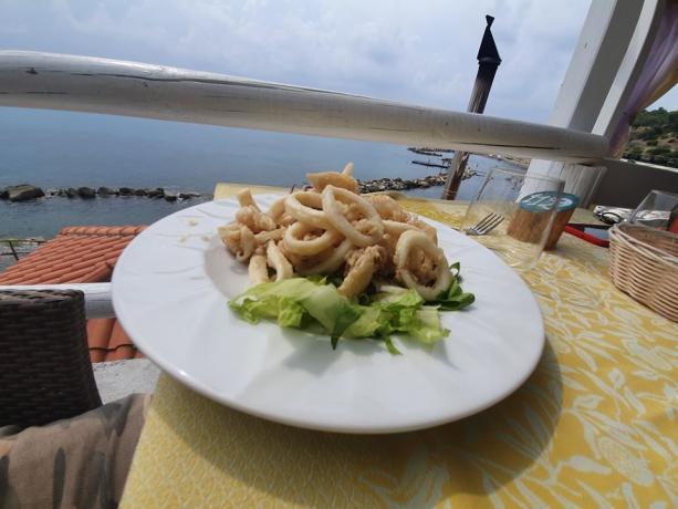 Ristorante con Cucina Cilentana in Villaggio-Palinuro con Piscina
