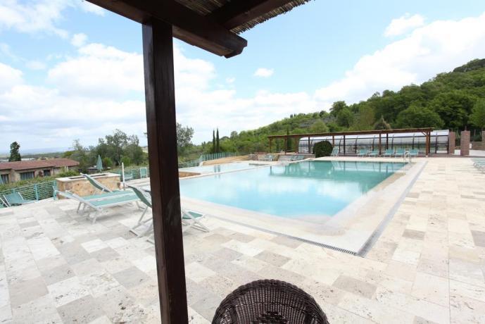 piscina per adulti e bambini con solarium