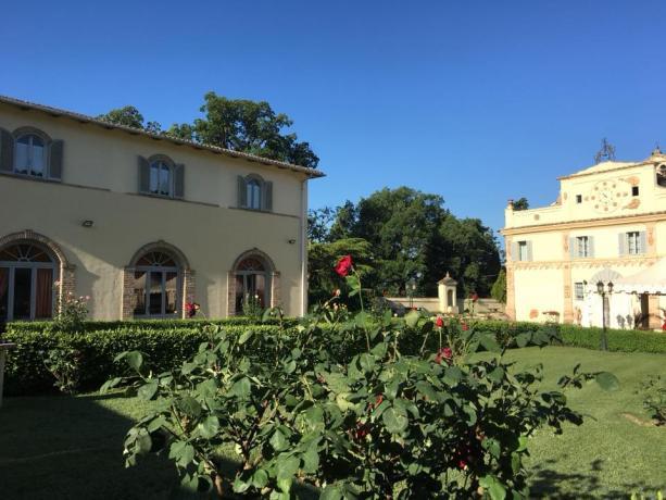 Ristorante con vetrate vista parco villa vicino Arezzo