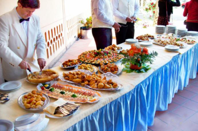 Servizio catering con delizioso buffet