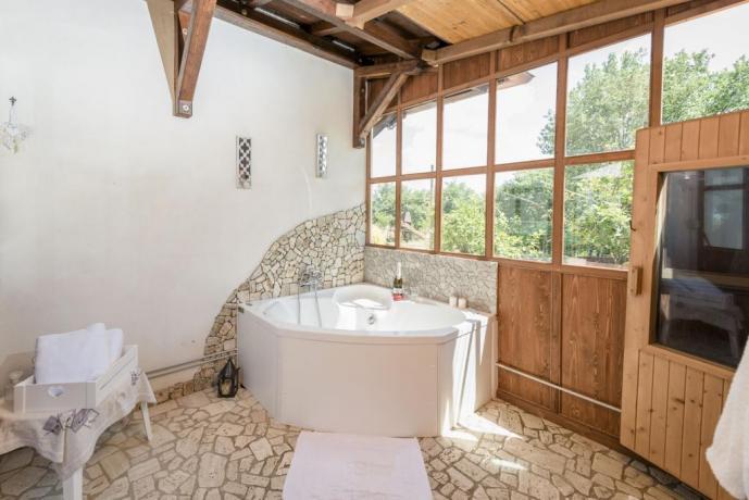 Vasca idromassaggio casa vacanze Tuscia Viterbo
